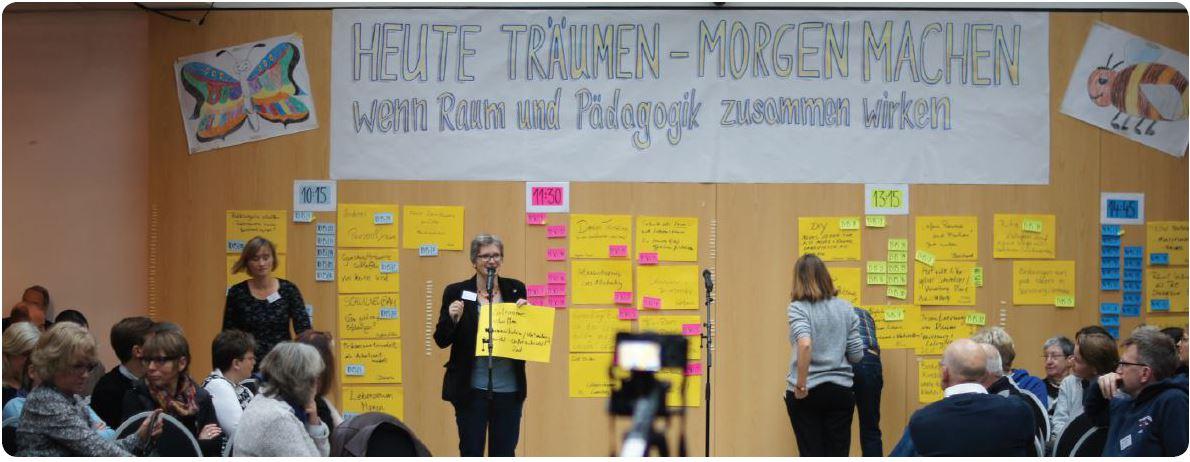 Dr. Anna-Maria Seemann, Lehrgangskoordinatorin der AfG, beim Open Space des Bundeskongresses 2017 in Berlin